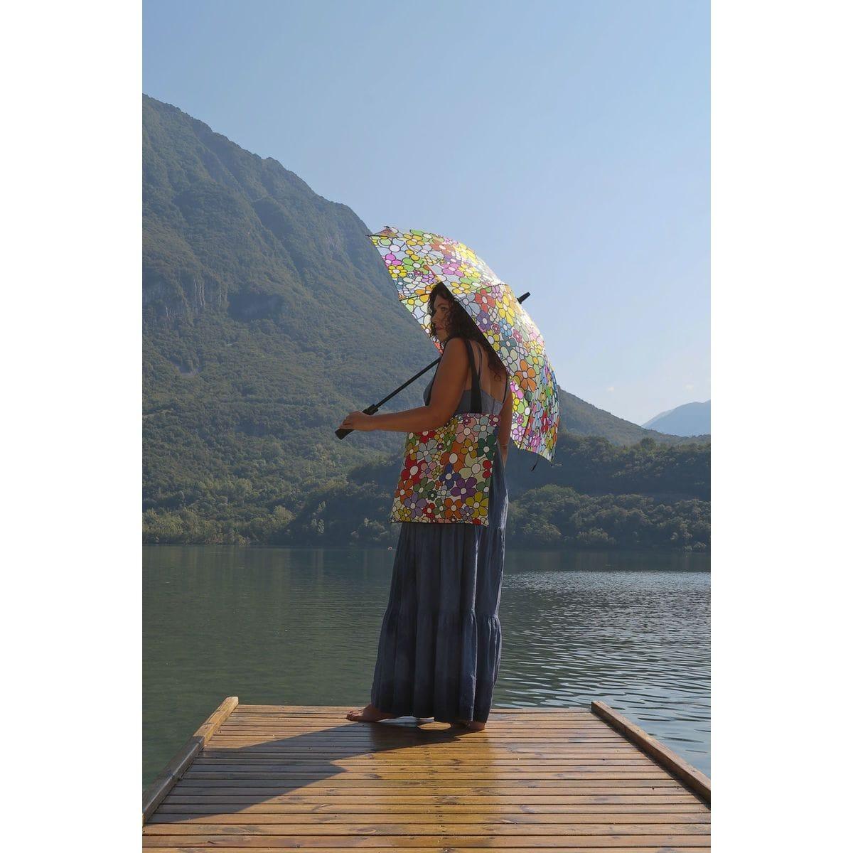 Borsa da viaggio e ombrello con grafica floreale di Carlo Muttoni