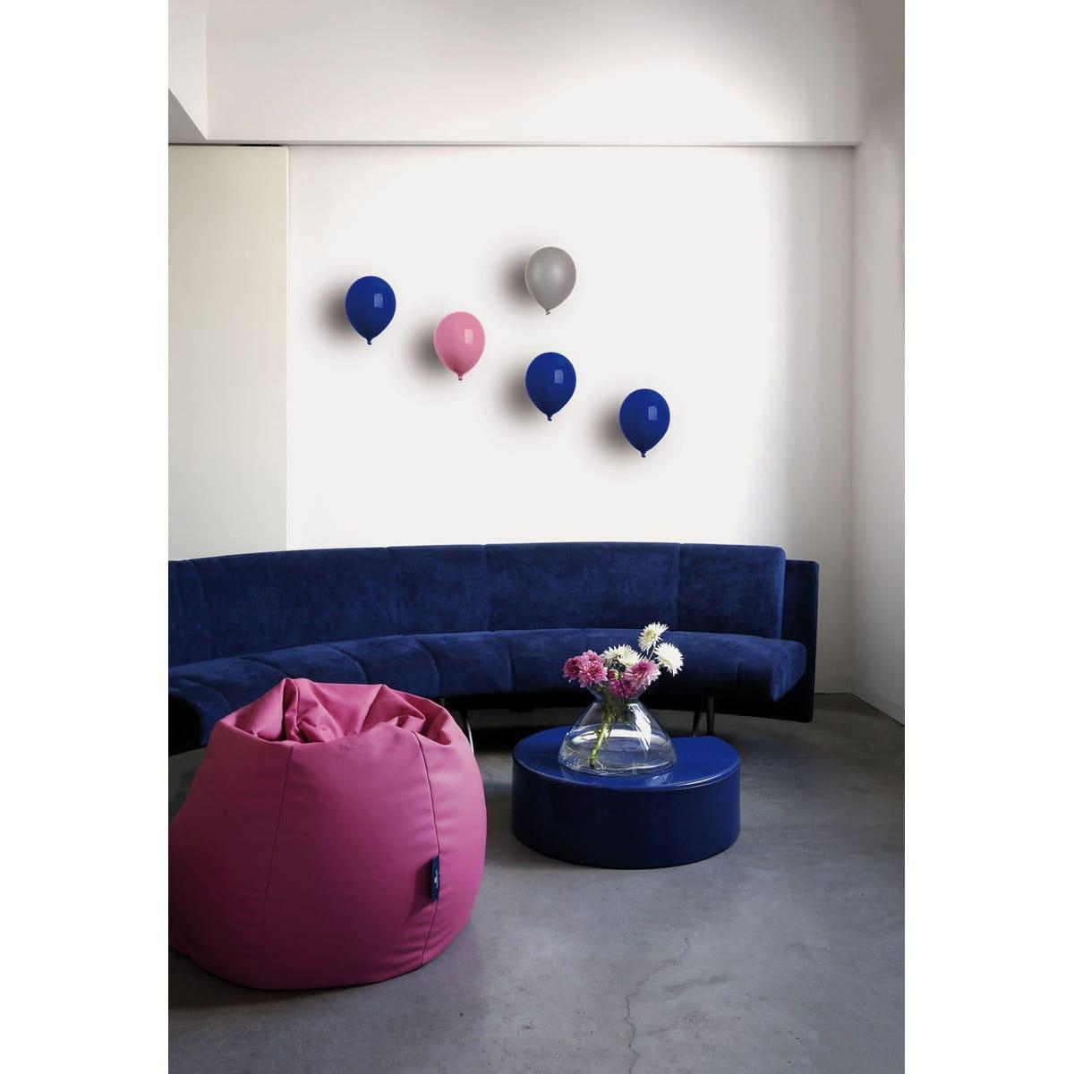 Palloncino decorativo in ceramica Balloon bianco, blu e rosa su parete