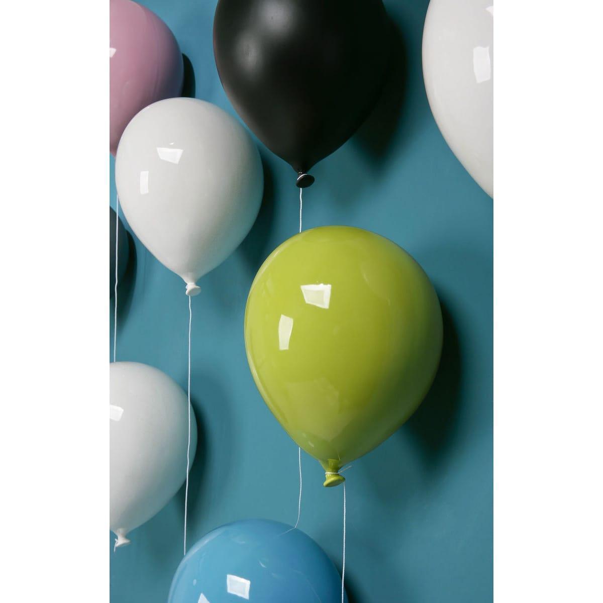 Palloncino decorativo in ceramica Balloon bianco, azzurro, rosa e verde su parete