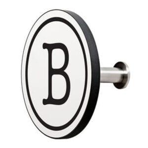 Appendiabiti a forma circolare della collezione Art-Up Alphabet con pomello in acciaio inox e appendiabiti HPL sfondo bianco lettera nera B