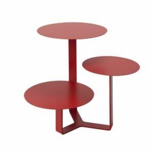 Tavolino di metallo con tre ripiani circolari ad altezze differenti colore rosso