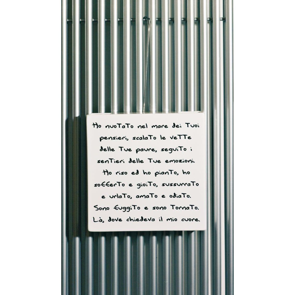 Umidificatore per termosifone in ceramica a forma di vaso bianco con artwork di Renzo Schiratti