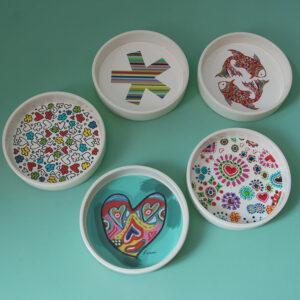 ciotola multiuso in ceramica bianca con fondo decorato con grafiche artistiche