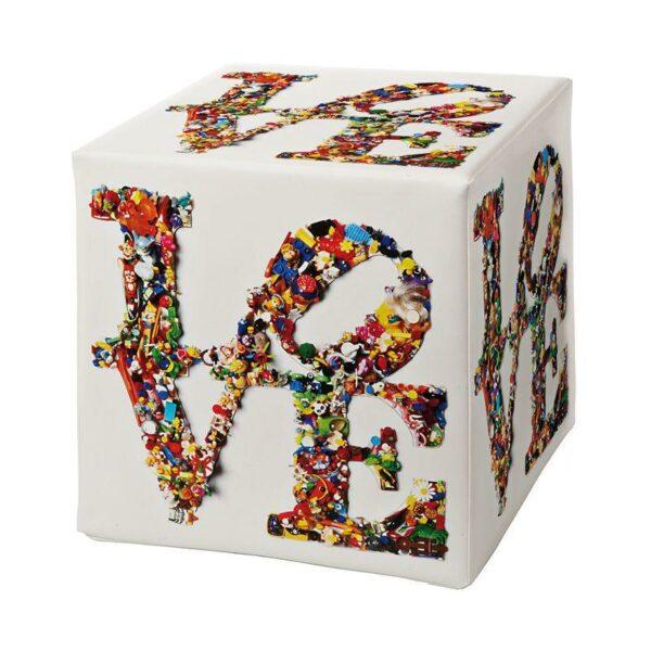 Pouf rigido a cubo in ecopelle bianco con grafica di Laura Ellero
