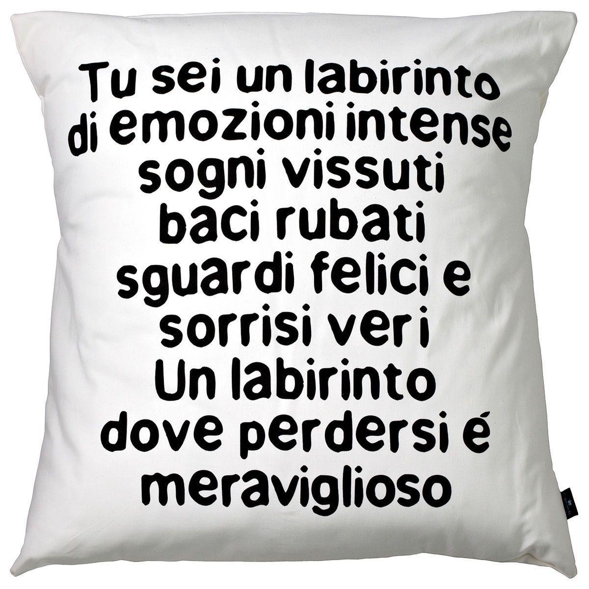 Cuscino in cotone bianco quadrato con stampa poesia in stampatello minuscolo colore testo nero