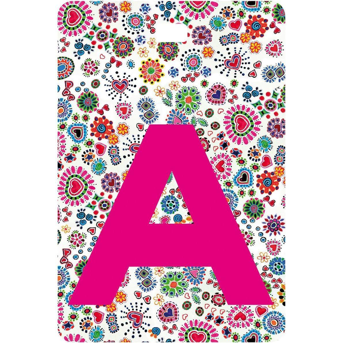 Etichetta bagaglio con lettera alfabeto bianca su sfondo a righe colorate carattere testuale A