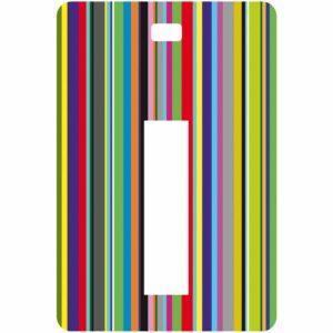 Etichetta bagaglio con lettera alfabeto bianca su sfondo a righe colorate con iniziale I