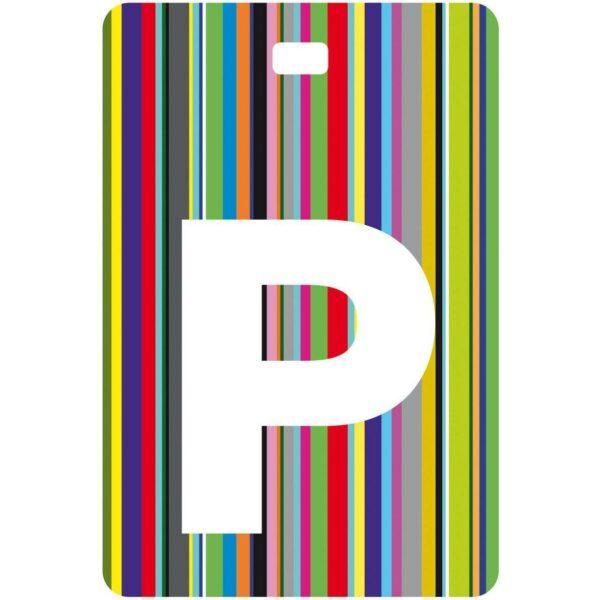 Etichetta bagaglio con lettera alfabeto bianca su sfondo a righe colorate con iniziale P