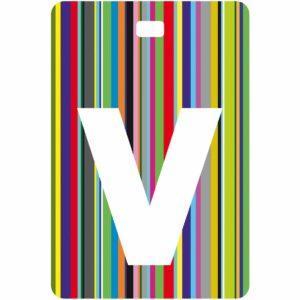 Etichetta bagaglio con lettera alfabeto bianca su sfondo a righe colorate con iniziale V