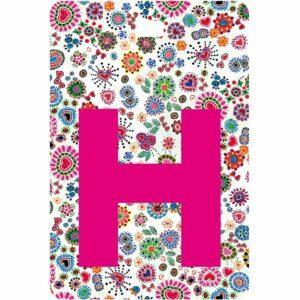 Etichetta bagaglio con lettera alfabeto bianca su sfondo fantasia cuori e fiori colorati con iniziale H