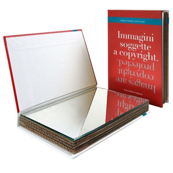 Specchio da borsetta o scrivania a forma di libro copertina rossa testo Immagini soggette a copyright