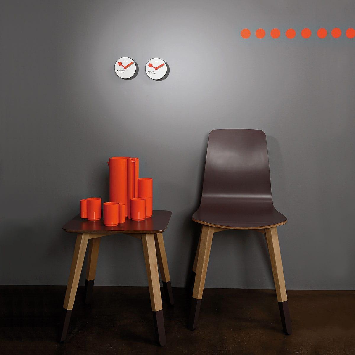 Orologio da parete circolare bianco con lancette rosse e testo Remember to be happy
