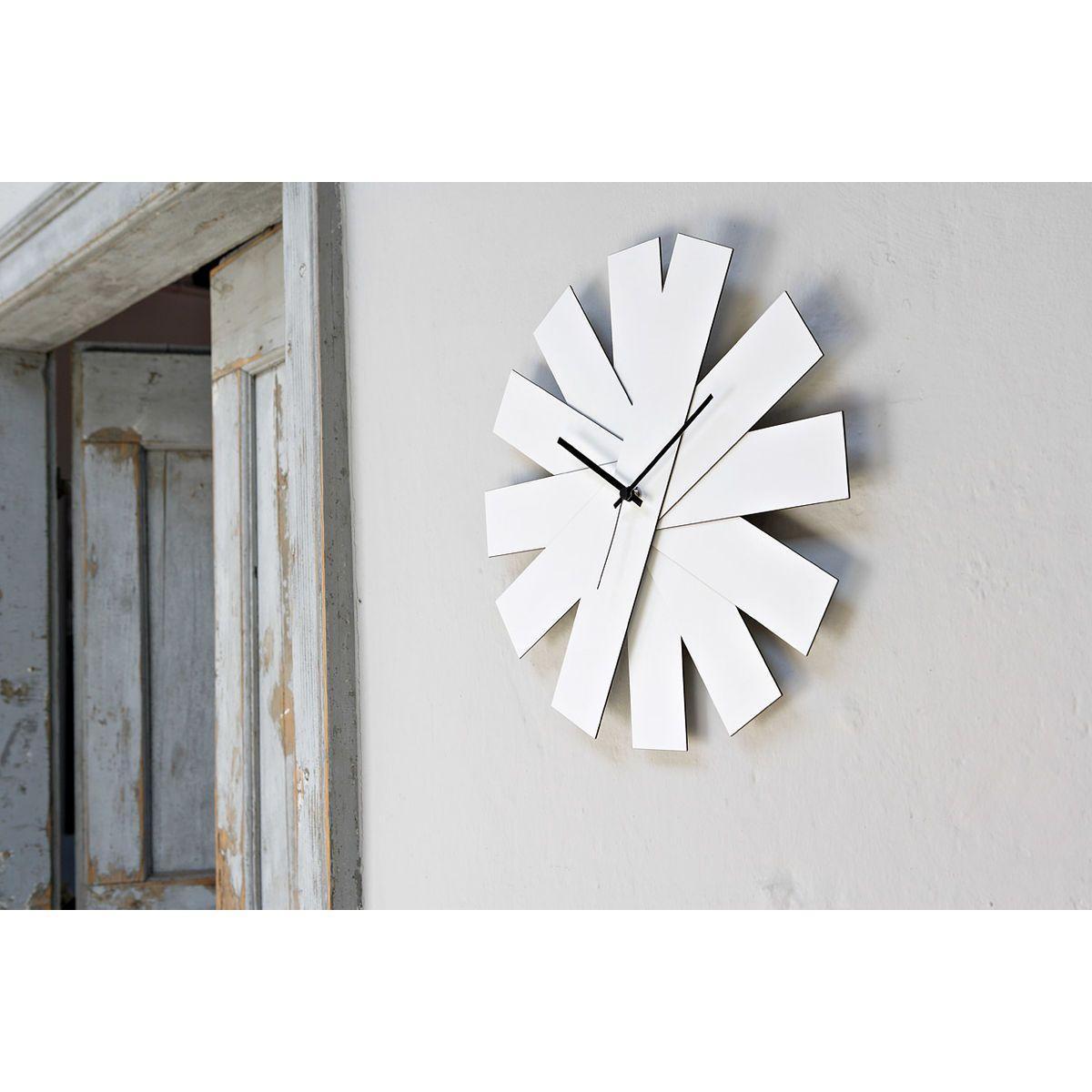 Orologio da parete circolare a ventaglio richiudibile con lancette nere