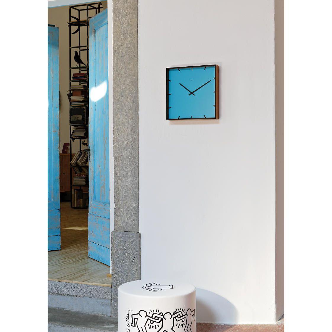Orologio da parete quadrato di colore azzurro e rovere
