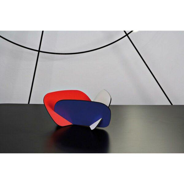 Contenitore multiuso formato da tre tasselli incassati tra loro con grafica stile Bauhaus