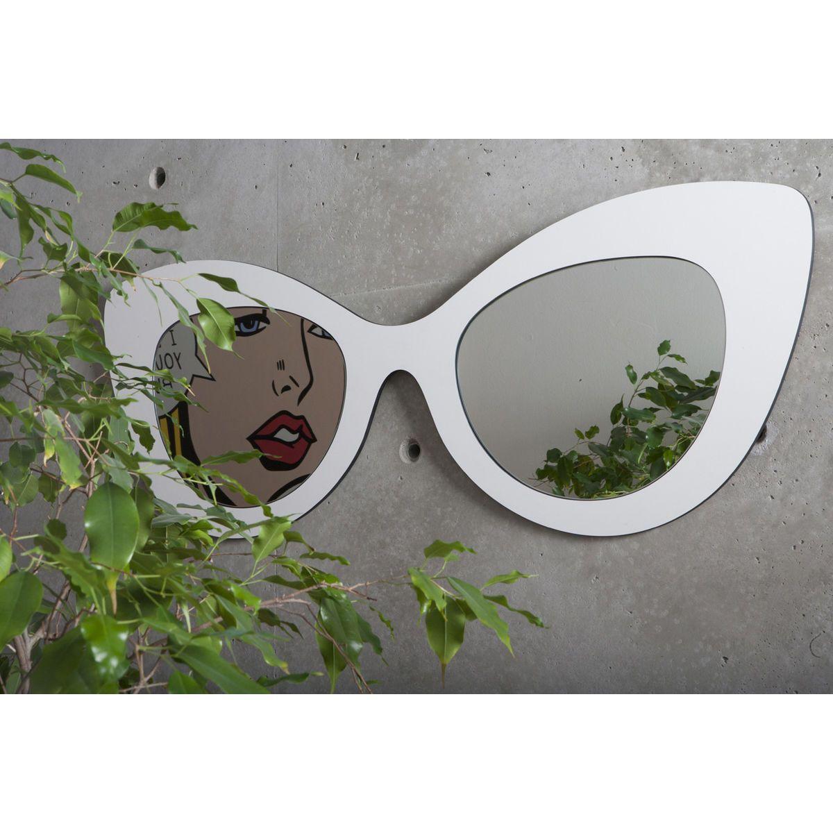 Specchio doppio a forma di occhiale femminile con montatura di colore bianco ispirato alla moda hollywoodiana anni 60