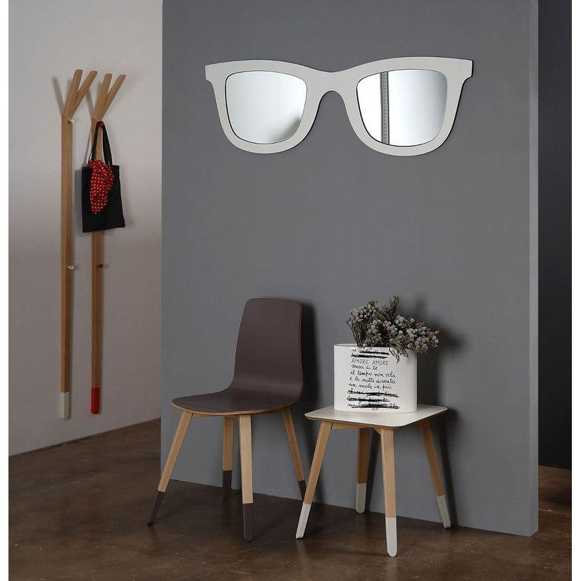 Specchio doppio a forma di occhiali con montatura di colore bianco