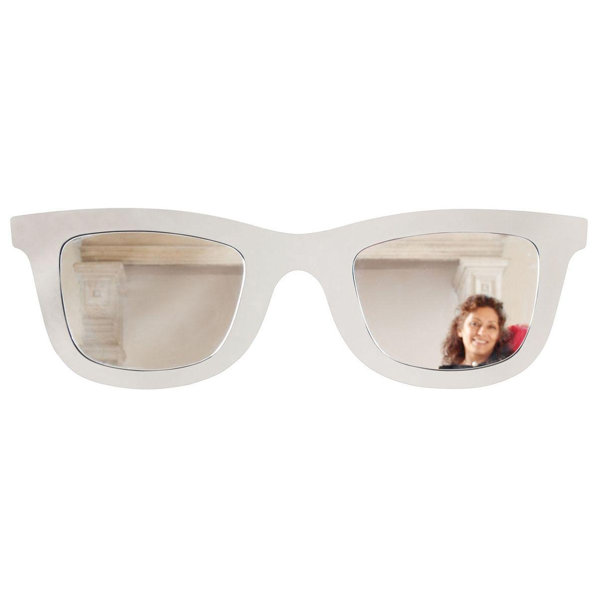 Specchio doppio a forma di occhiali ispirati al f con montatura di colore bianco
