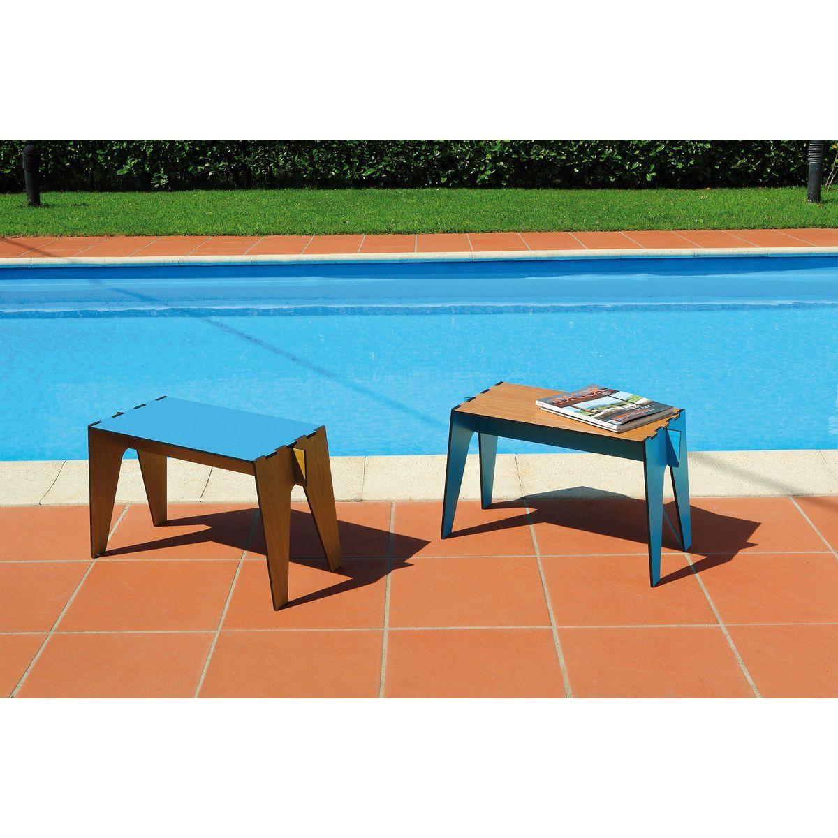 Tavolini bassi composti a incastro da quattro pezzi intercambiabili colore azzurro e rovere