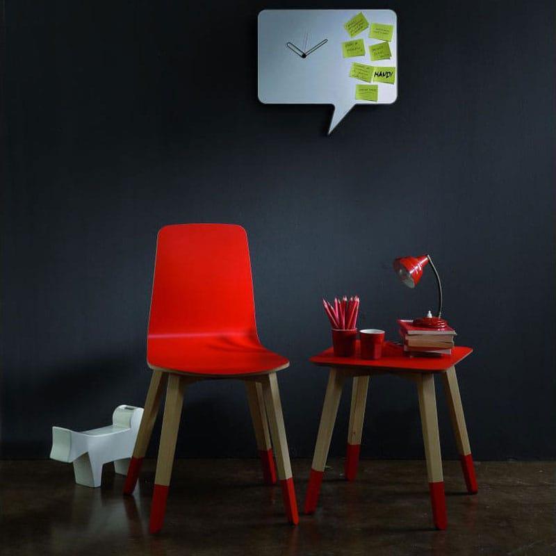 Tavolino basso in faggio con ripiano quadrato di colore rosso