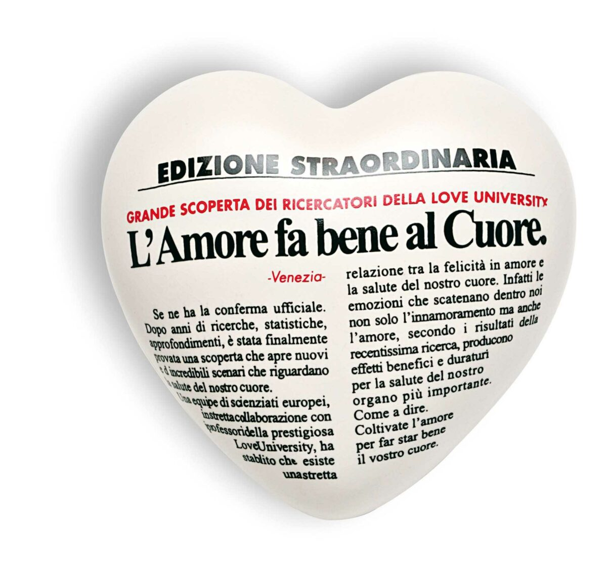 """Cuore di ceramica bianco con articolo di giornale """"L'amore fa bene al Cuore"""""""