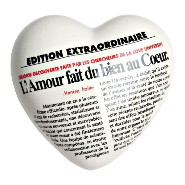 Cuore di ceramica bianco con testo francese stampato in stile quotidiano