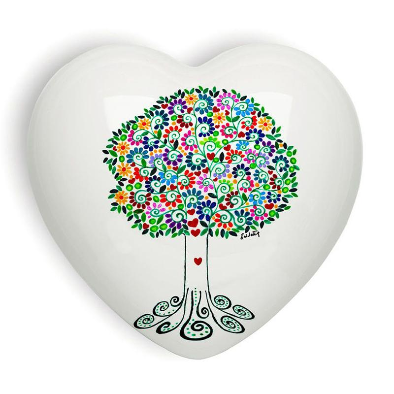 Cuore di ceramica bianco con grafica e testi di Erichetta Novello