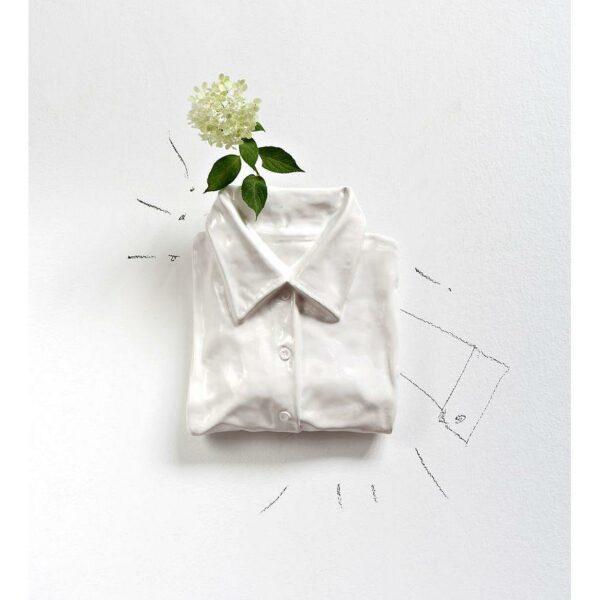 Umidificatore per termosifone in ceramica a forma di camicia di colore bianco
