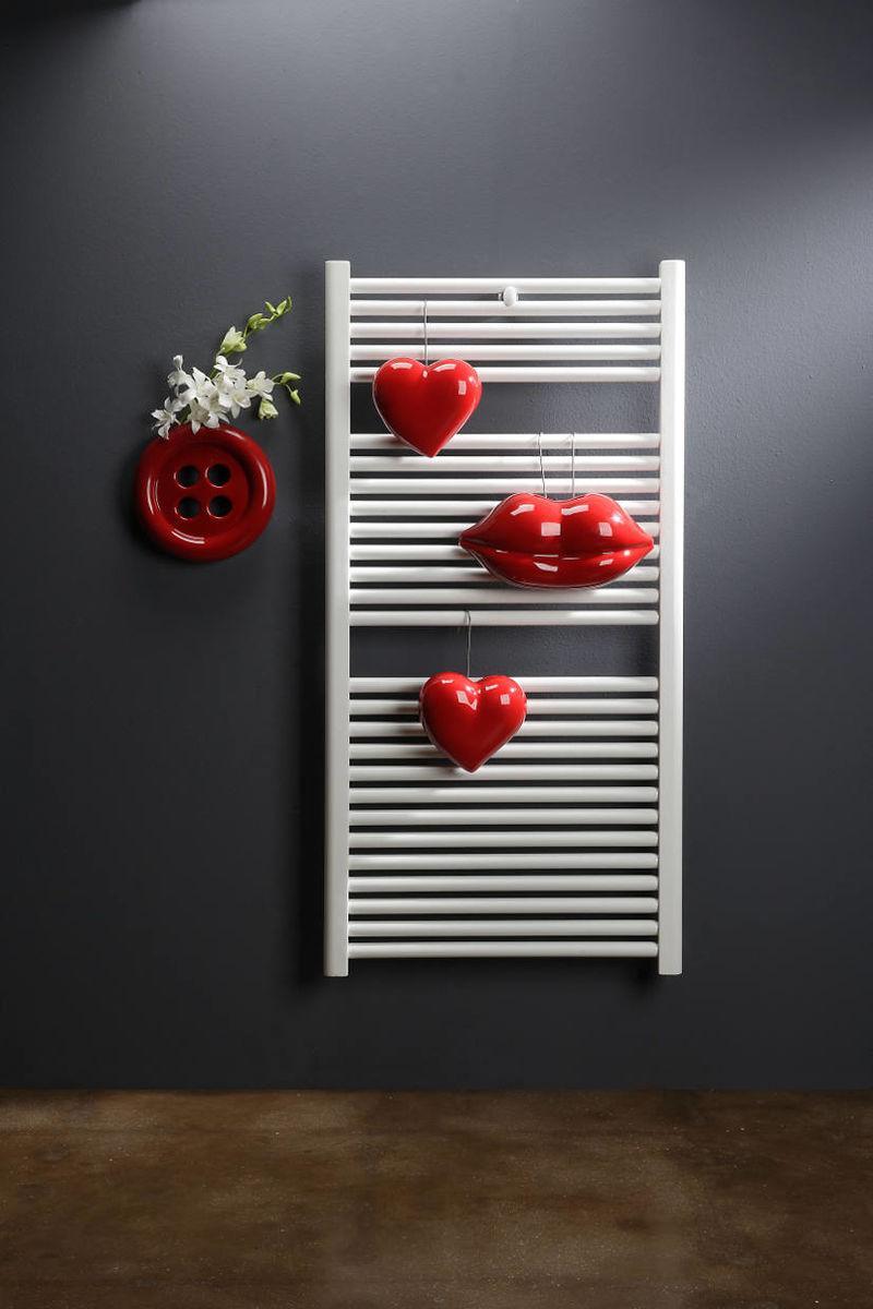 Umidificatori per termosifone in ceramica a forma di cuore, labbra e bottone di colore rosso