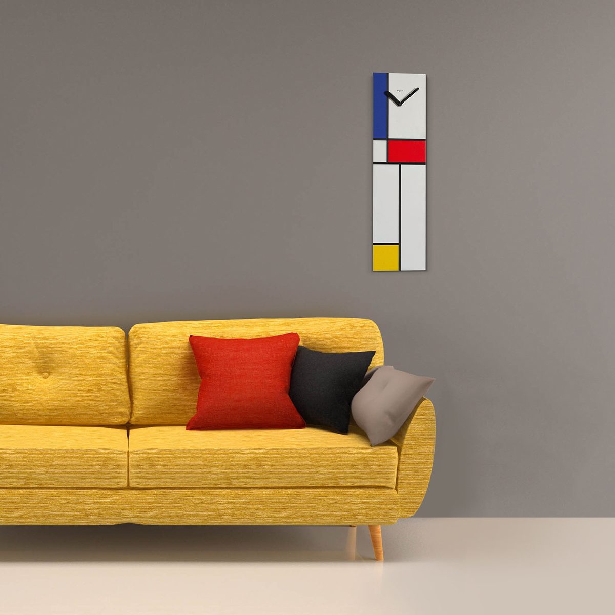 su una parete grigia è appeso un orologio verticale di ispirazione Mondrian.