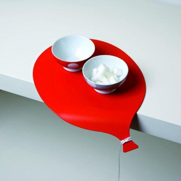 piccolo vassoio in metallo a forma di palloncino rosso con l'estremità ricurva