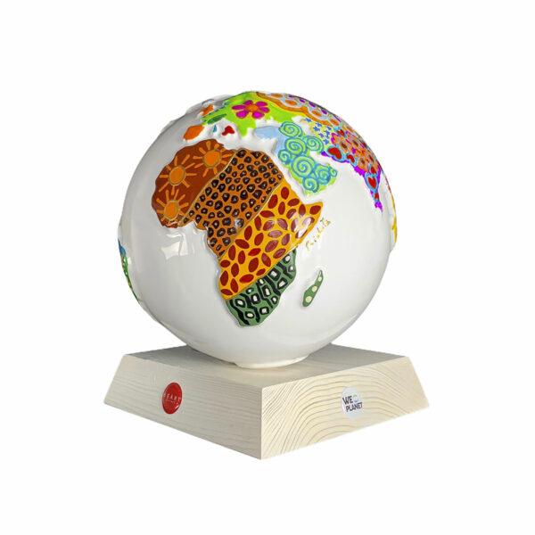 oggetto decorativo in ceramica raffigurante il pianeta terra