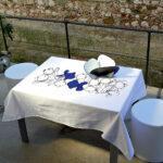 Tovaglia bianca 100% cotone con artwork centrale stilizzato a tema pesci modello medium