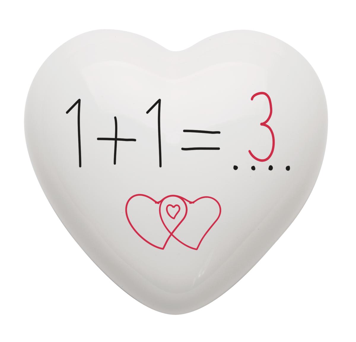 come dire che si desidera un figlio, con il cuore in ceramica con il messaggio 1+1 = 3