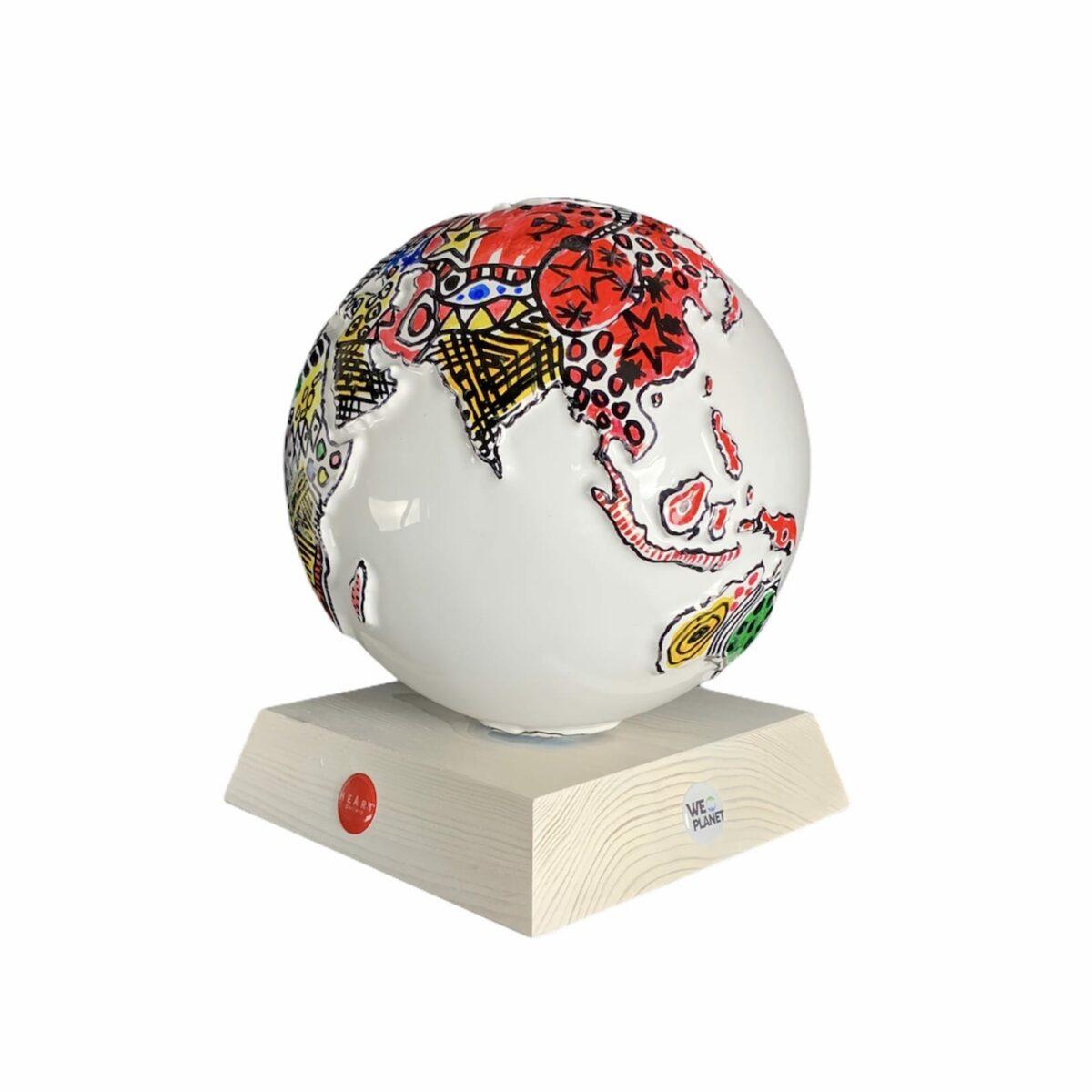 oggetto decorativo, mappamondo bianco decorato artisticamente