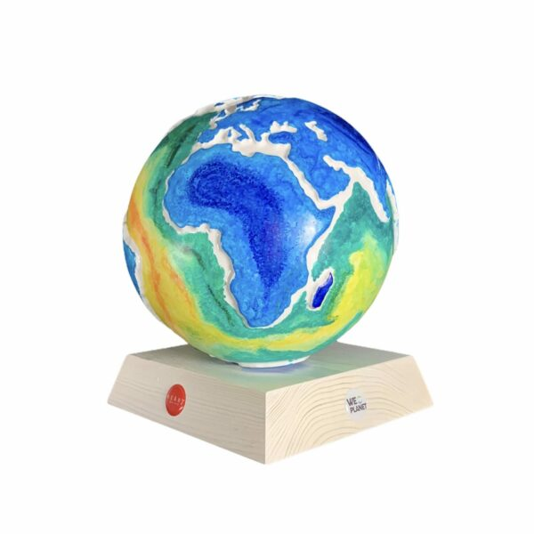 mappamondo decorato artisticamente le terre emerse come oceani e gli oceani come terre emerse