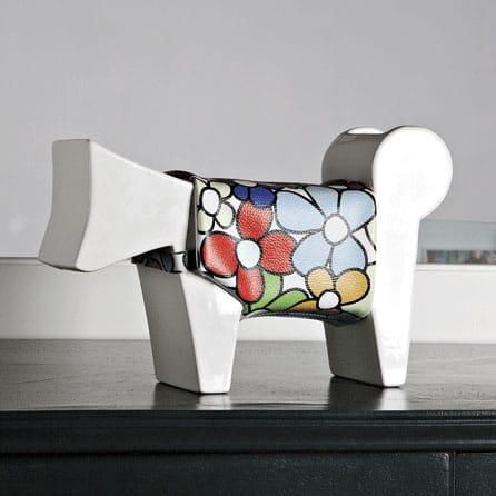 oggetto ornamentale a forma di cane stilizzato bianco