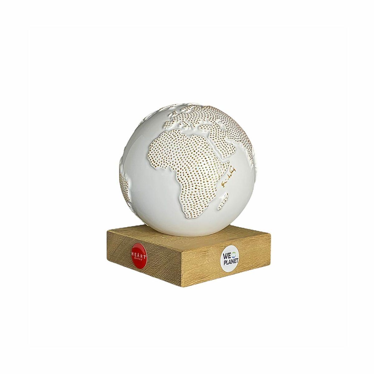 mappamondo design bianco con puntini dorati