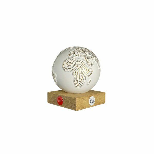 mappamondo design decorato con dorate isoipse